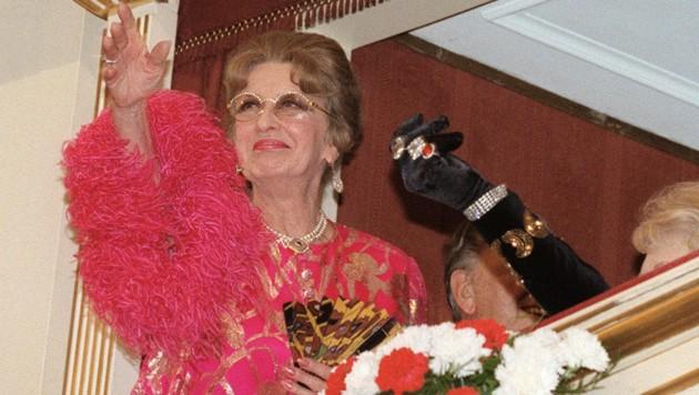 Lotte Tobisch blickte bereits auf eine lange und erfolgreiche Karriere am Wiener Burg- und Volkstheater zurück, als sie 1981 die Agenden von Schönfeldt übernahm. Bis 1996 war sie als Opernball-Organisatorin im Amt. (Bild: APA/HERBERT PFARRHOFER)
