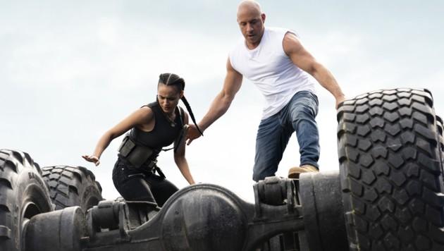 Ramsey (Nathalie Emmanuel) und Dom (Vin Diesel) (Bild: © 2020 UNIVERSAL STUDIOS)