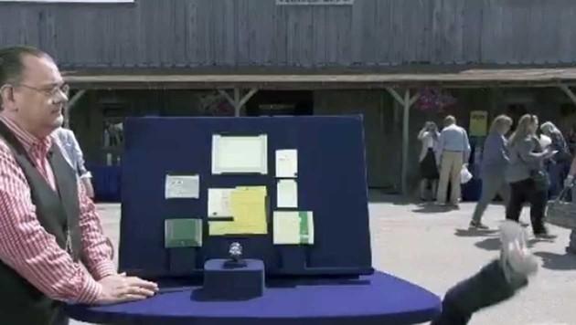 US-Veteran haut der Wert seiner Uhr einfach um. (Bild: www.youtube.com)