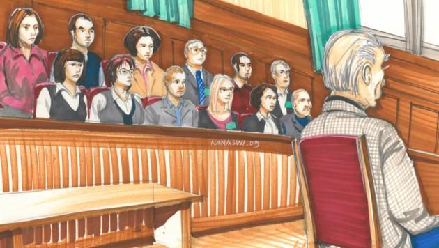 Der im Inzest-Fall von Amstetten angeklagte Josef F. vor der Bank mit den Geschworenen, gezeichnet von der Wiener Kuenstlerin Nana Swiczinsky (Bild: APA/Nana Swiczinsky)
