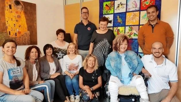 Neben all den Höhepunkten konnten Marianne Hengl (2. v. r.) und ihr Team auch Arbeitsplätze vermitteln. In den nächsten Jahren liegt der Fokus auf der Unterstützung von Familien mit behinderten Kindern. (Bild: RollOn Austria)