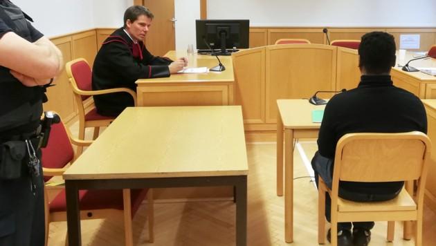 """Der Angeklagte musste sich wegen """"Liebesbetrugs"""" vor dem Landesgericht Linz verantworten (Bild: APA/KERSTIN SCHELLER)"""