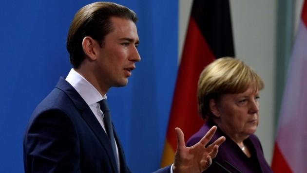 Kurz besuchte am Montag seine deutsche Amtskollegin in Berlin. (Bild: AFP)