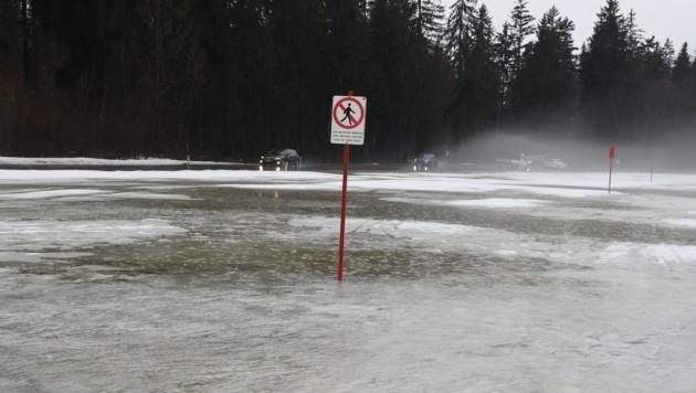 In Kössen wurden Felder und Straßen überflutet (Bild: ZOOM.TIROL)