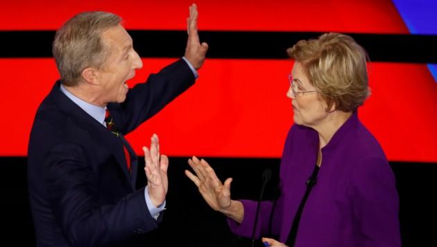 Der Milliardär Tom Steyer im Gespräch mit Elizabeth Warren, Senatorin aus Massachusetts (Bild: AP)