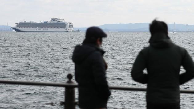 Die Ankunft des Kreuzfahrtschiffs im Hafen von Yokohama verzögert sich etwas. (Bild: APA/AFP/Behrouz MEHRI)