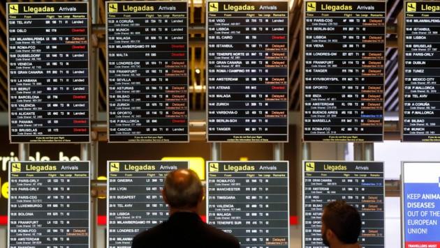Zahlreiche Flüge mussten in Madrid wegen der Drohnen-Sichtung verschoben werden. (Bild: AP)