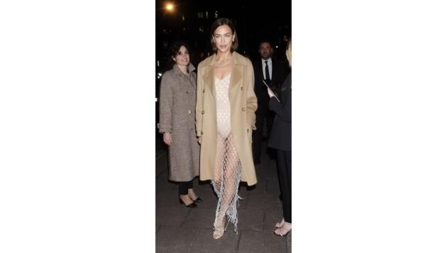 Irina Shayk in ihrem sexy Unten-ohne-Dress nach den BAFTAs in London. (Bild: www.PPS.at)