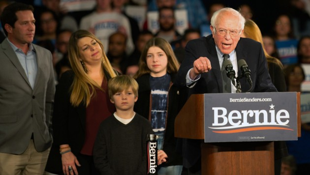 Bernie Sanders erklärte sich bereits zum Sieger der Vorwahlen in Iowa und berief sich dabei auf eigene Zahlen. (Bild: AFP)