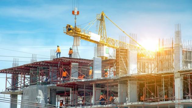 Statiker prüfen Konstruktionen auf ihre Belastungsfähigkeit und berechnen das Tragverhalten von Bau- und Tragwerken. (Bild: ©JT Jeeraphun - stock.adobe.com)