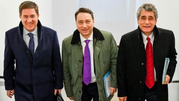 Brennpunkt Schule, im Bild drei FPÖ-Spitzenpolitiker: Andreas Rabl (Bgm. der Stadt Wels), LH-Stv. Manfred Haimbuchner, Klubobmann Herwig Mahr (Bild: © Harald Dostal)