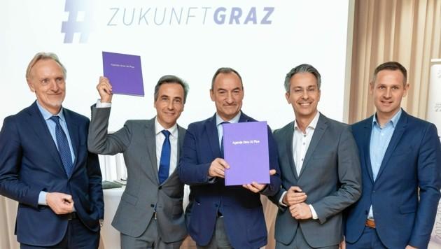 Sichtlich stolz: Günter Riegler, Siegfried Nagl, Mario Eustacchio, Kurt Hohensinner und Armin Sippel (von links). (Bild: Stadt Graz/Foto Fischer)