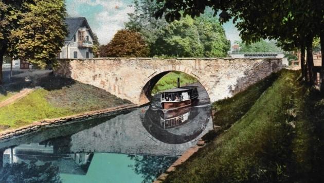 Die Steinerne Brücke am Lendkanal, etwa auf halber Länge zwischen Stadt und See, ist noch heute ein beliebter Treffpunkt. (Bild: TAÖ/AAvK)