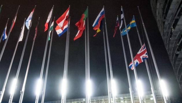 Union Jack auf halbmast: Auch wegen des Austritts des Vereinigten Königreichs fordert das EU-Parlament mehr Geld von den Mitgliedsstaaten. (Bild: AFP)