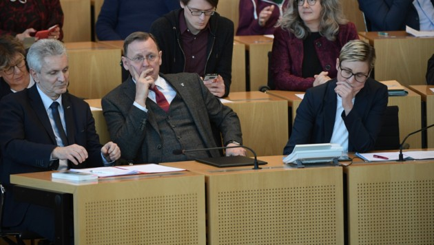 Bodo Ramelow (Mitte) und Susanne Hennig-Wellsow (rechts) (Bild: APA/AFP/Jens Schlueter)