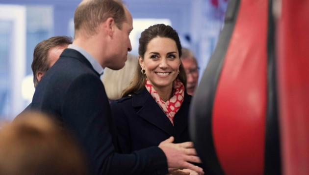 Herzogin Kate mit Prinz William (Bild: AP)