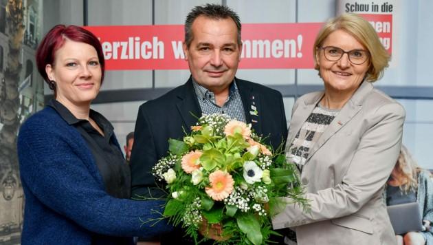 Blumen stehen zum Valentinstag hoch im Kurs, so Elke Lumetsberger, Wolfgang Meier und Maria Klimitsch (r.). (Bild: Harald Dostal)
