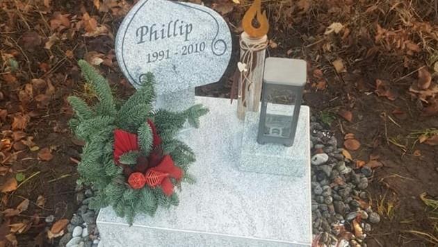 Die verschwundene Gedenkstätte für den verunglückten Phillip (19) in Altmünster (Bild: ZVG)