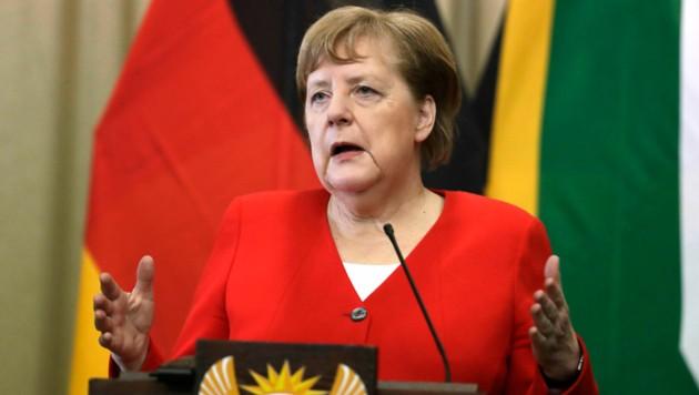 Die deutsche Bundeskanzlerin fand am Rande ihres Südafrika-Besuchs harte Worte für die Vorgänge in Thüringen und forderte indirekt Neuwahlen. (Bild: AP)
