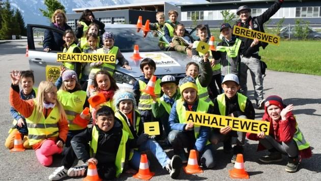 """Das ÖAMTC-Verkehrssicherheitsprogramm """"Hallo Auto"""" begeisterte die Kinder der Volksschule Parsch (Bild: ALOISIA GURTNER/ÖAMTC)"""
