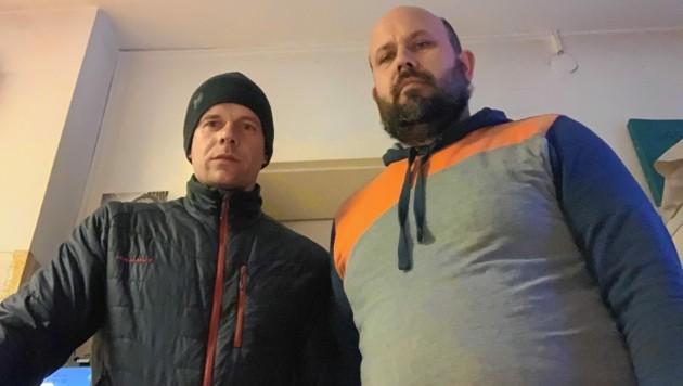 Uwe Jance (links) und Peter Köck zögerten nicht, als eine Frau ihre Hilfe brauchte. Gemeinsam mit einer Passantin leisteten sie Erste Hilfe. (Bild: Peter Köck)