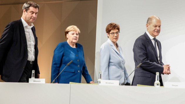 Von links: CSU-Chef Markus Söder, Kanzlerin Angela Merkel, CDU-Chefin Annetgret Kramp-Karrenbauer und Vizekanzler Olaf Scholz (SPD) (Bild: AFP or licensors)