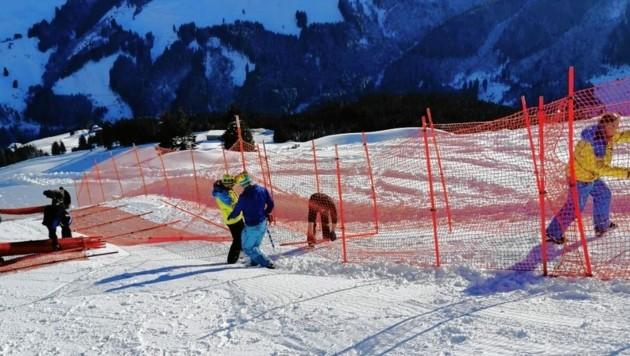 Die Arbeiten an den Sicherheitsnetzen auf der Schneekristall-Strecke sind in vollem Gange (Bild: Tourismusverband Saalbach Hinterglemm)