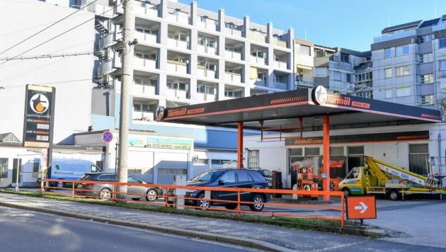 Diese Tankstelle in Linz wird zum E-Testgebiet für die Welser. (Bild: Harald Dostal)