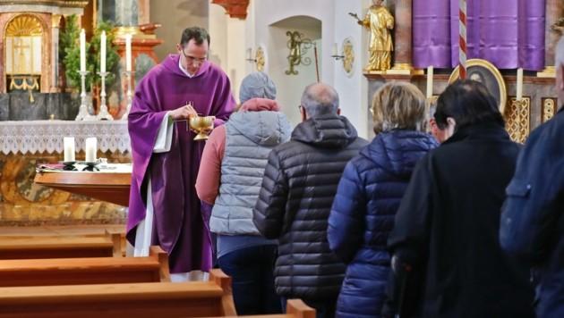 Pfarrer Andreas Zeisler versorgt im Unteren Lechtal acht Pfarren und Seelsorgestellen (Bild: Birbaumer Christof)