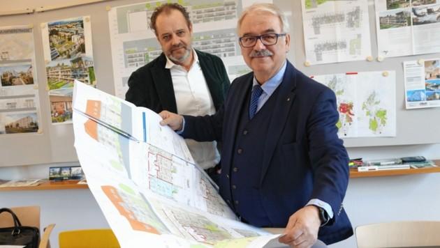 """Die beiden Geschäftsführer von """"Alt & Neu"""", Rudolf Leitner (vorne) und Martin Pichler. (Bild: Christian Jauschowetz)"""