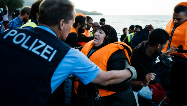 Frontex-Einsatz auf Lesbos (Bild: AFP)