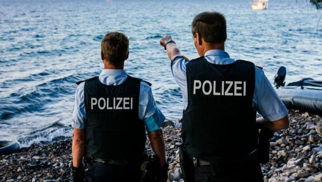 Frontex-Beamte auf Lesbos (Bild: AFP)