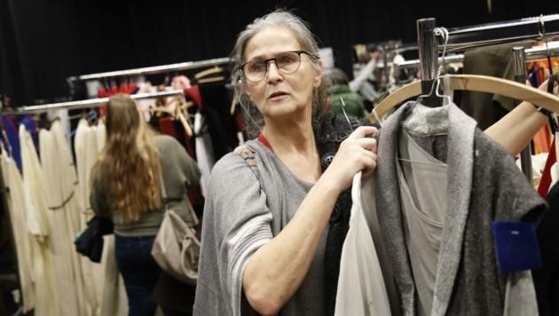 Astrid Fürhapter-Royer aus Salzburg: Ich spiele selbst Theater bei der Marktbühne Berchtesgaden. Heute kaufe ich mir aber Sachen, die ich privat anziehen will. (Bild: Tschepp Markus)