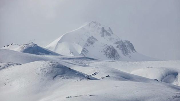 Die 13 Migranten seien nach Angaben von Familienmitgliedern in den Bergen des Bezirks Caldiran (Bild) erfroren. (Bild: Twitter.com/Tarafsiz)