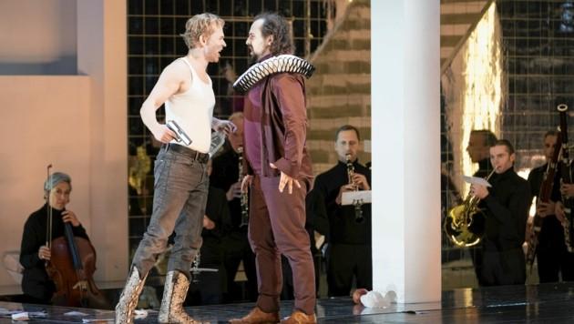 Alexey Birkus (li.) als Don Giovanni mit Neven Crnić in der Rolle des Leporello. (Bild: Werner Kmetitsch)
