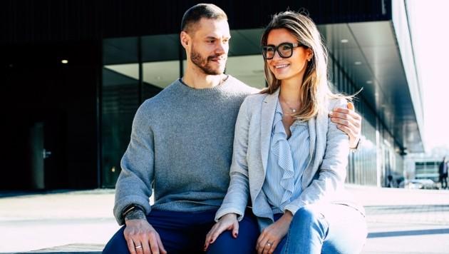Bulls-Kapitän Thomas Raffl mit seiner Frau Verena (Bild: Tröster Andreas)