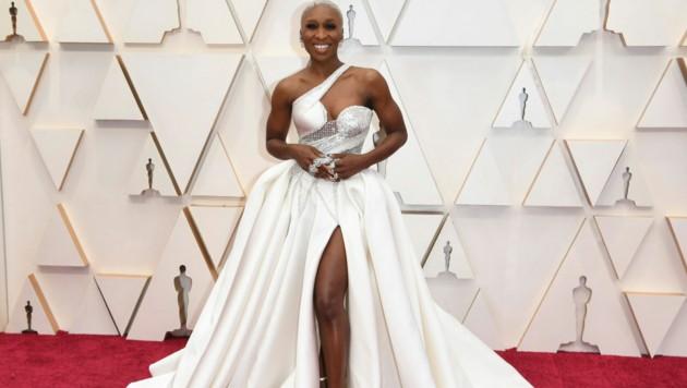 Cynthia Erivo in einer weißen Robe von Atelier Versace (Bild: 2020 Invision)