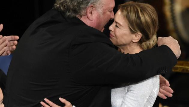 John Carrabino gratulierte Renee Zellweger zu ihrem Oscar. (Bild: Chris Pizzello/Invision/AP)