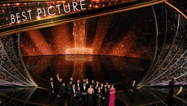 """Hier wurde die Trophäe für den besten Film an """"Parasite""""vergeben. (Bild: Chris Pizzello/Invision/AP)"""