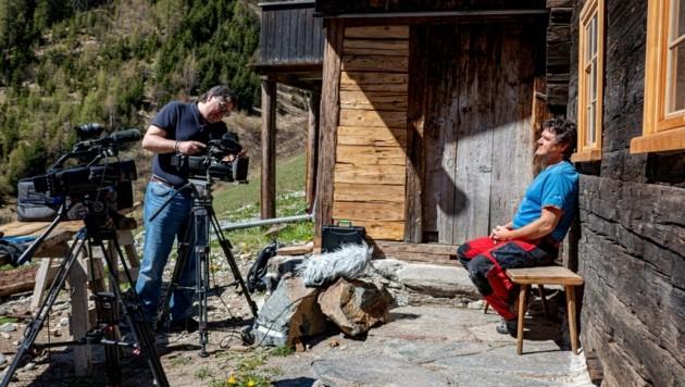 Filmemacher Thomas Junker interviewt Menschen auf ihren liebsten Plätzen. (Bild: Daum Hubert)