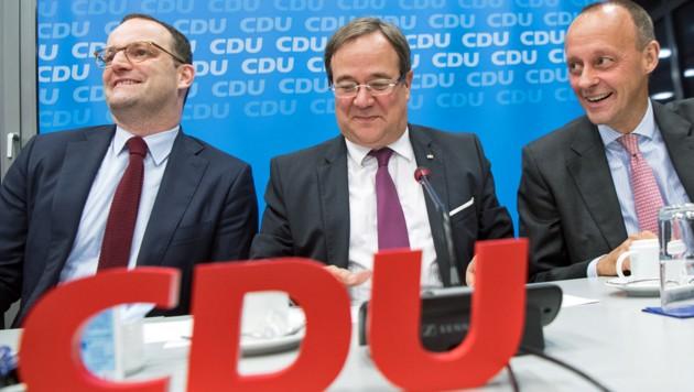 Dieses Trio wird aktuell für den CDU-Vorsitz gehandelt: Jens Spahn, Armin Laschet, Friedrich Merz (v.l.). (Bild: APA/AFP/DPA/FEDERICO GAMBARINI)