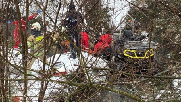 Einsatzkräfte an der Unfallstelle (Bild: APA/ZOOM.TIROL)