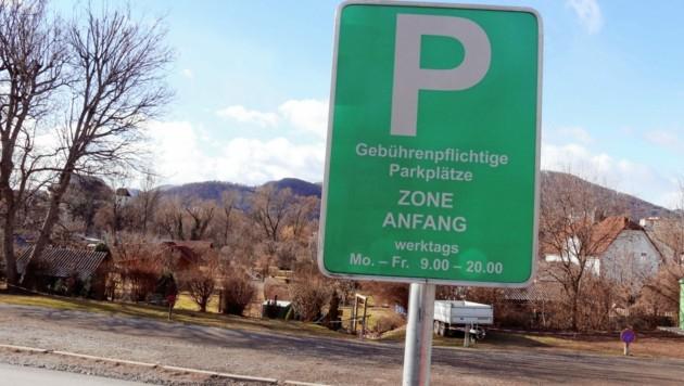 """Auch vor der Anlage """"Paul Zeilbauer"""" in Andritz muss man für das Parken zahlen. (Bild: Christian Jauschowetz)"""