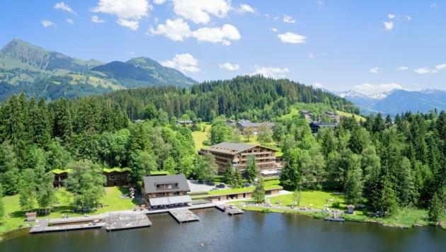 Das Alpenhotel Kitzbühel liegt direkt am Schwarzsee. Der Badebetrieb soll durch den Umbau jedoch nicht beeinträchtigt werden. (Bild: Schultz-Gruppe)
