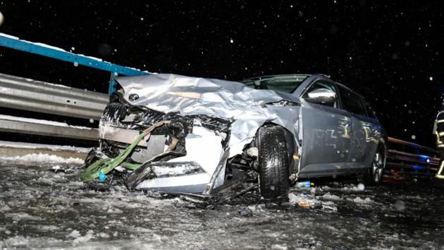 Bei dem Unfall wurde eine Frau (44) erheblich verletzt. (Bild: Daniel Liebl)