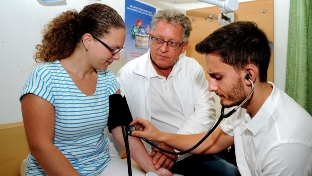 Auch junge Ärzte sind bereit für eine Karriere am Land. (Bild: Franz Crepaz)