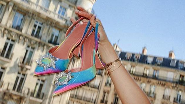 Auf die Schuhe mit Pyramidenabsatz fahren die Promis derzeit ab. (Bild: instagram.com/aminamuaddi)