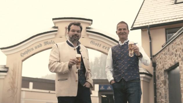 Der Genuss wird immer von Menschen gemacht, ob in der Brauerei oder im Braukeller. Niki Riegler und Klaus Möller (oben) sind zwei von insgesamt 135 dieser Menschen der Hirter-Familie. (Bild: Privatbrauerei Hirt)