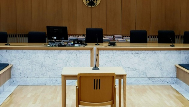 In diesem Gerichtssaal im Landesgericht in Steyr fand der Prozess gegen die beiden Staatsverweigerer statt. (Bild: APA/KERSTIN SCHELLER)