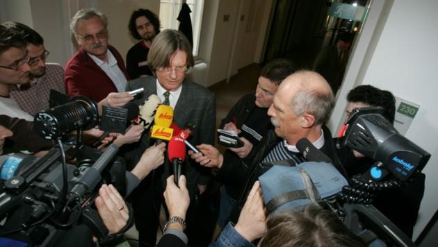 März 2007 : Masseverwalter Norbert Scherbaum nach der Konkursverhandlung. (Bild: Sepp Pail)